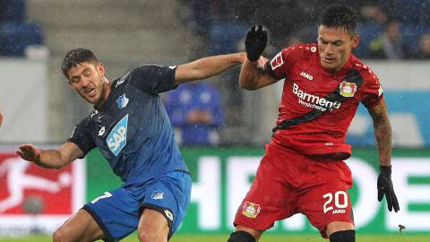 Hoffenheim's Croatian forward Andrej Kramaric (L) and Leverkusen's Chilean midfielder Charles Mariano ArxE1nguiz vie for the ball during the German First division Bundesliga football match TSG 1899 Hoffenheim vs Bayer 04 Leverkusen in Sinsheim, southwestern Germany, on January 20, 2018. / AFP PHOTO / Amelie QUERFURTH / RESTRICTIONS: DURING MATCH TIME: DFL RULES TO LIMIT THE ONLINE USAGE TO 15 PICTURES PER MATCH AND FORBID IMAGE SEQUENCES TO SIMULATE VIDEO. == RESTRICTED TO EDITORIAL USE == FOR FURTHER QUERIES PLEASE CONTACT DFL DIRECTLY AT + 49 69 650050