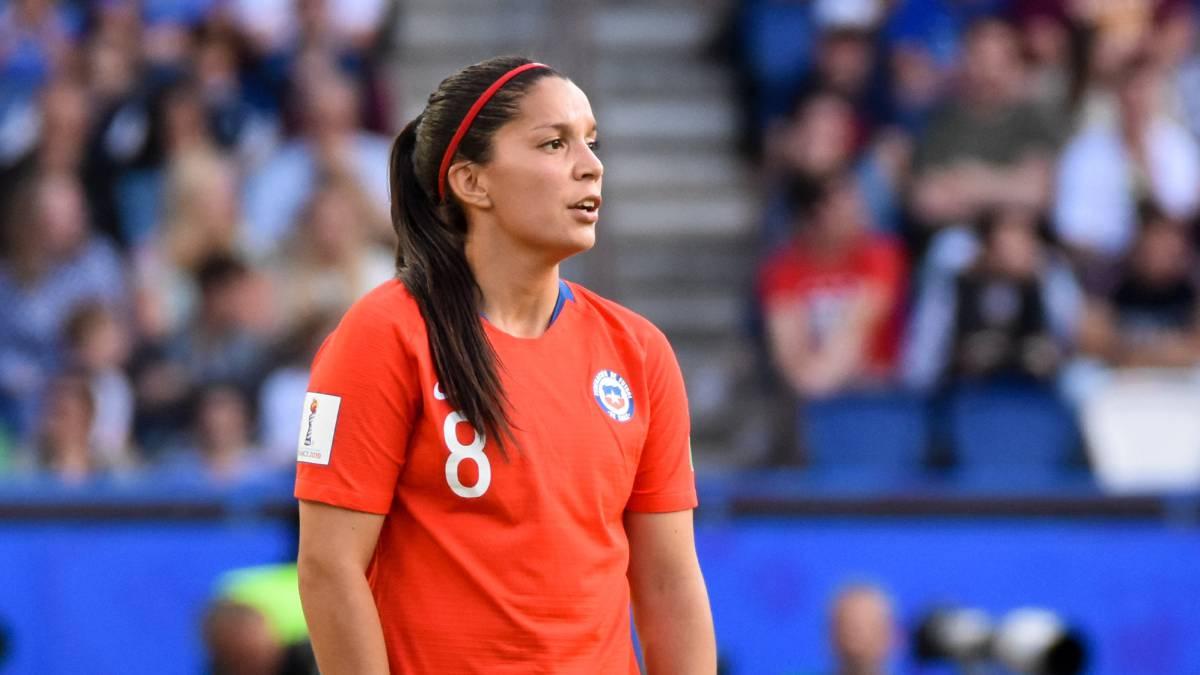 Karen Araya salió en defensa del DT Letelier en la Roja femenina - AS Chile