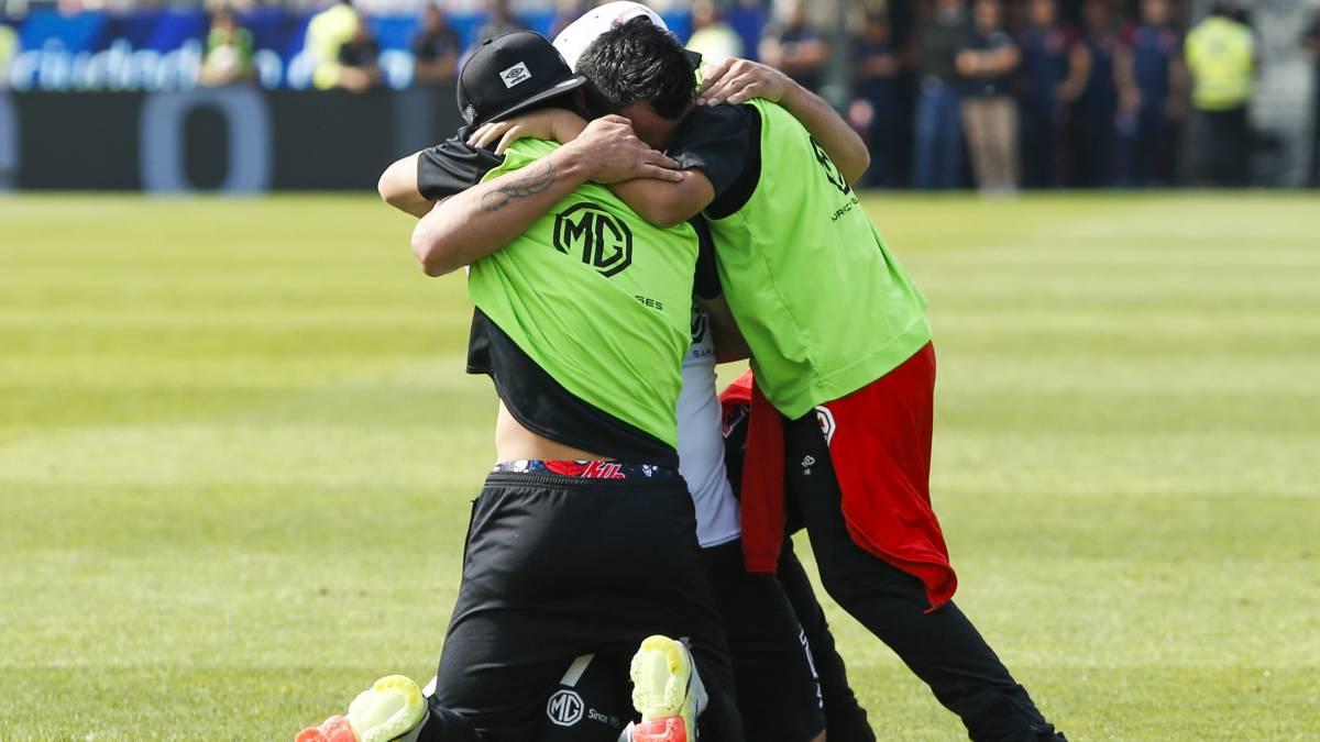 El emocionante festejo de Esteban Paredes por su récord - AS Chile