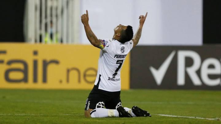Tanque de oxígeno: Colo Colo derrotó a Peñarol y lidera el grupo - AS Chile